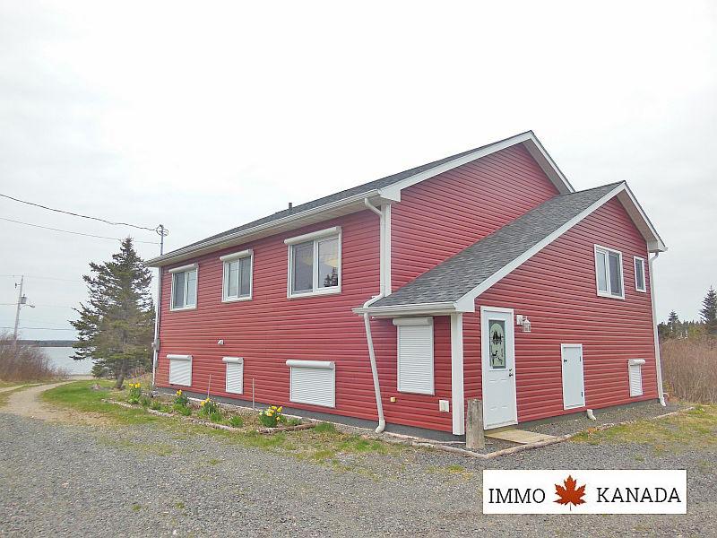 Neuwertiges Wohnhaus mit Ufergrundstück auf Cape Breton / Nova Scotia