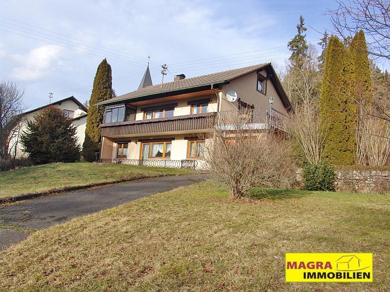 Eschbronn-Locherhof / Geräumiges Wohnhaus mit freundlichem Einliegerbereich