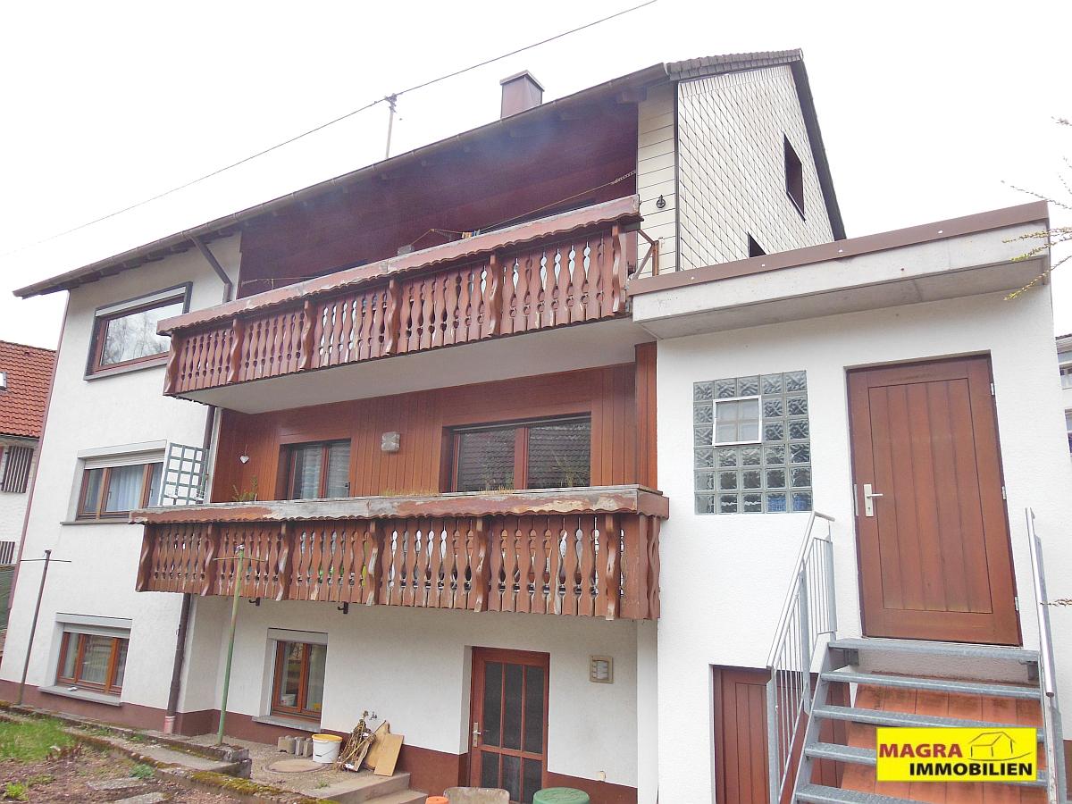 Tennenbronn / Zweifamilienhaus mit erstaunlichem Raumangebot