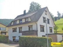 Lauterbach - Zweifamilienhaus mit zwei Garagen in bevorzugter Wohnlage!